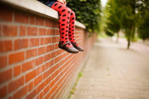 pernas no muro
